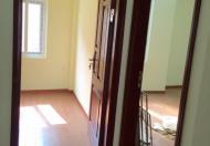 Tôi đang cần bán căn nhà 5/36 ngõ 136 Triều Khúc - (Gần sân chơi ngõ 68)