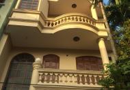 Cho thuê nhà riêng phố Đội Cấn, DT 100m2 x 4 tầng. LH 0964712026