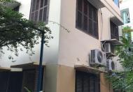 Cho thuê căn nhà chính chủ tại Hoàng Hoa Thám, 60m2, 3tầng, sân vườn 200m2