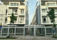 Cần bán biệt thự song lập quận 7, gần Phú Mỹ Hưng, 1 trệt 2 lầu và 1 bán hầm, DT 7,4x20m