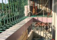 Cho thuê tập thể D7B Thành Công, tầng 2, DT: 85m2, 2 phòng ngủ, 1 phòng bếp, giá 6,5 triệu/tháng
