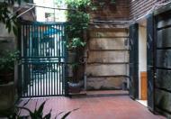 Cho thuê nhà riêng tại đường Thanh Niên, Ba Đình, diện tích 35m2, sân vườn 28m2