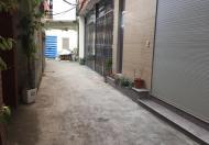 Gia đình bán 30m2 đất, MT gần 5m, cách đường ô tô 10m, đối diện cổng Đình Thôn, Mỹ Đình