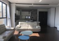 Căn hộ dịch vụ có 1 phòng ngủ, nằm trên tầng cao của tòa nhà căn hộ dịch vụ Trấn Vũ