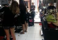 Vì lý do xuất ngoại nên mình cần sang lại salon không đâu rẻ bằng ạ.. tiệm đã hoạt động đc hơn 5