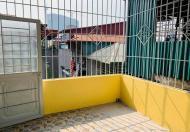 Nhà 48 m2, 4 tầng, giữa phố Thanh nhàn, chỉ hơn 3 tỉ, có sân để xe máy