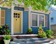 Nhà ở ngã ba đường có tốt không? Cách hóa giải đường đâm chéo vào nhà