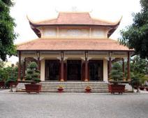 Nhà gần chùa phong thủy có tốt không? Hóa giải nhà ở gần đền chùa?