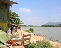 Phía sau nhà có sông: Ảnh hưởng phong thủy và những điều bạn chưa biết?